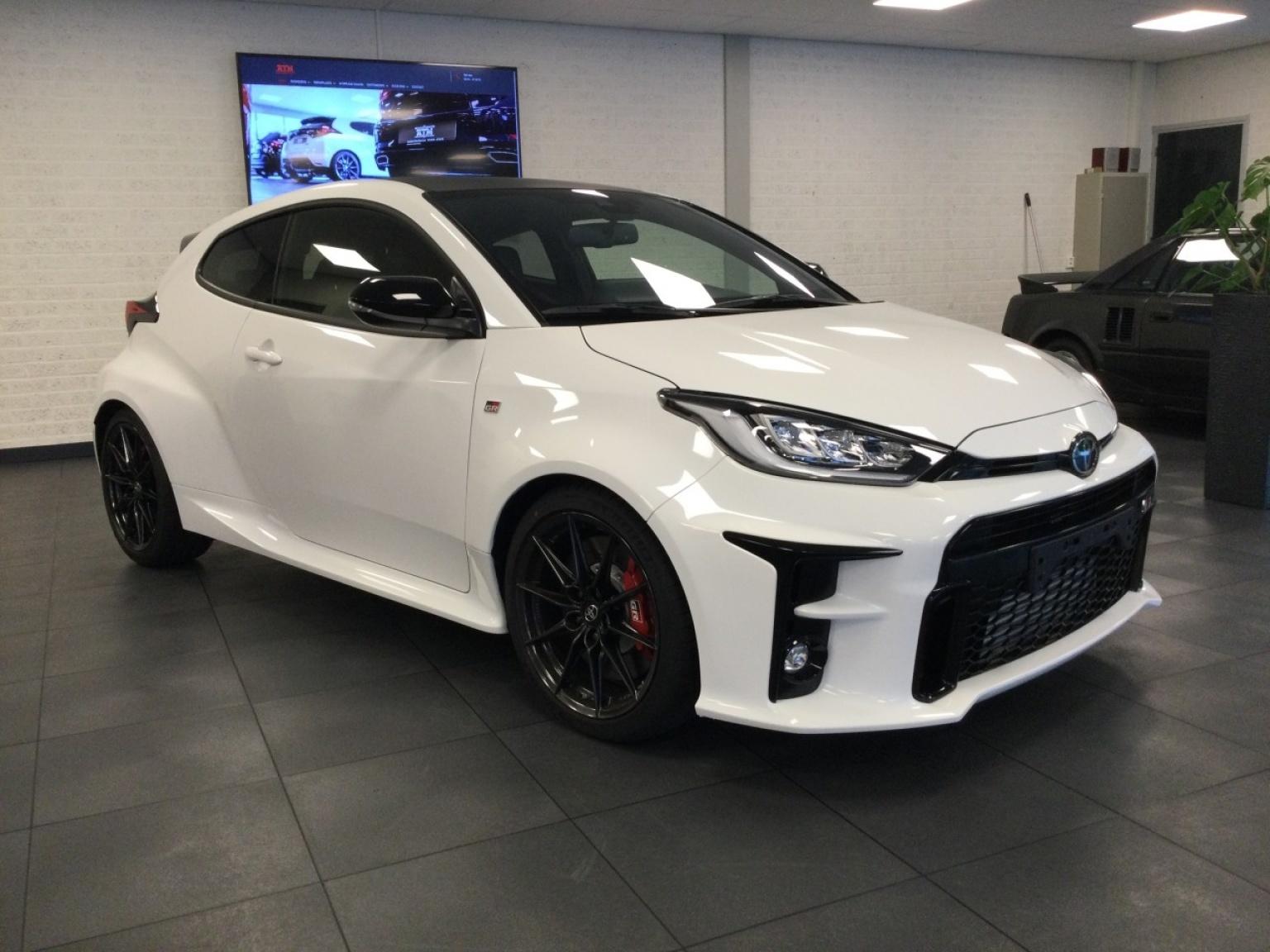 Toyota-Yaris-0